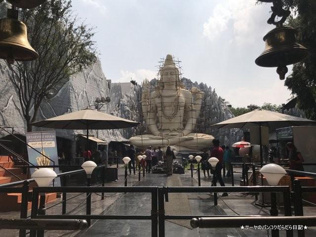 シヴァ寺にあるシヴァ神の像 shivoham shiva temple (10)