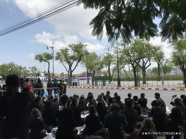 故プミポン前国王 火葬式 王宮前広場 参列 (15)