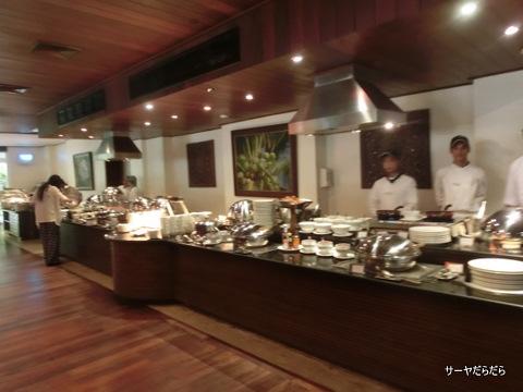 Le Meridien Khao Lak Beach and Spa Resort 1