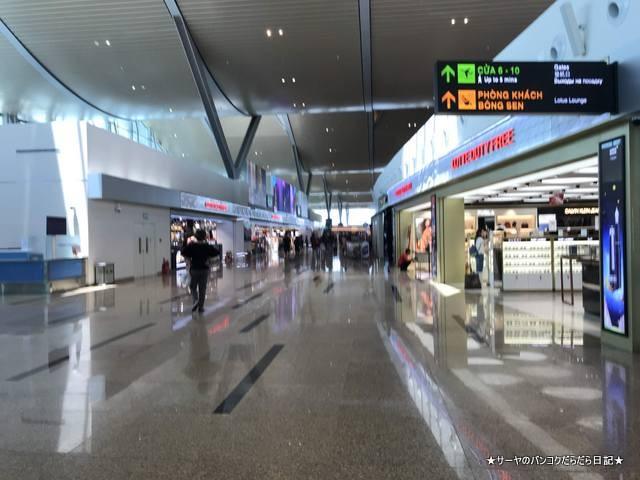 カムラン国際空港 出発階 (8)