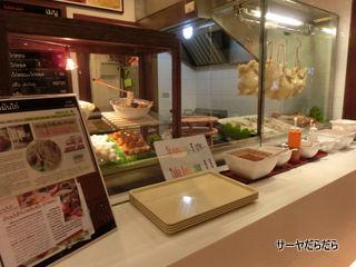 food cort at ekkamai gateway 2