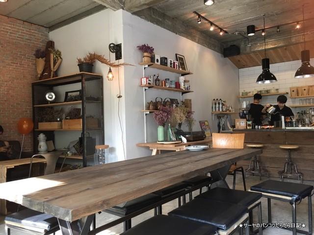 Crazy About Cafe Ekkamai Bangkok (10)-001
