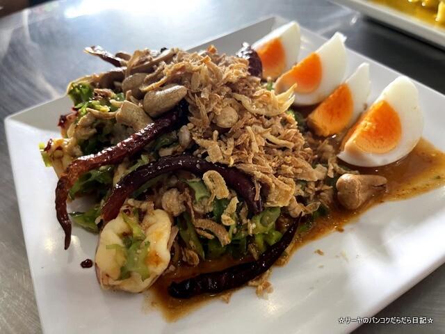 Somneuk grilled chicken ソムヌックガイヤーン タイ料理 (6)