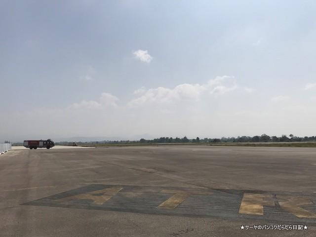 メーソート 空港 ターク 小さい 徒歩 滑走路 (2)