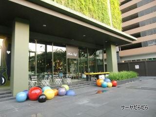 20110524 white cafe 1