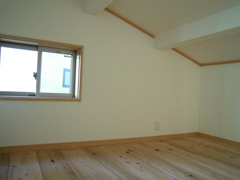 2階の名残りの屋根裏部屋