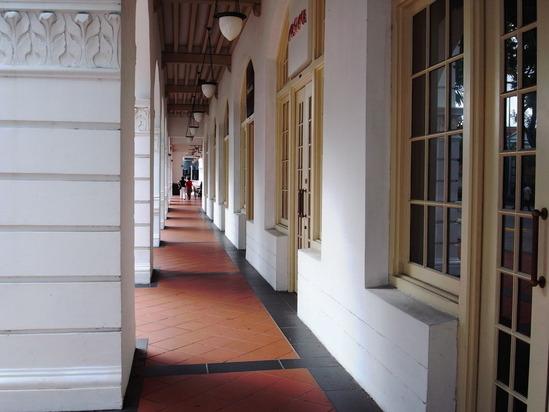 ラッフルズの廊下