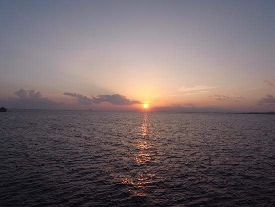 ホノルル湾の夕日