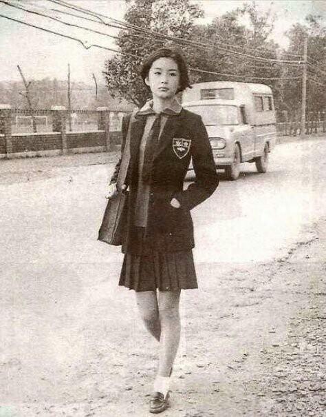 50年前の女子高生かわいすぎwwwwwwwwwwww