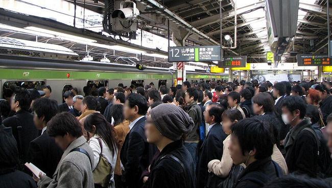 Twitter民「満員電車で論破したら拍手起きたww」