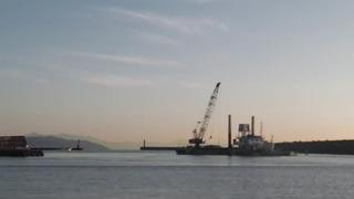 2017-10-26_0622 クレーン船外港に出勤