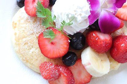5月 ハワイアンパンケーキ 苺ごろごろ