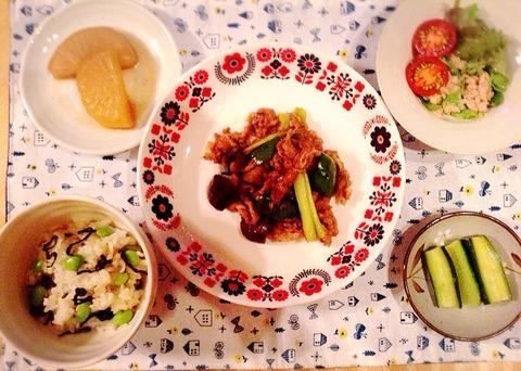 牛肉と野菜のオイスターソース炒めと枝豆の混ぜご飯