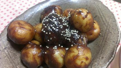 新じゃがの麻の実粉入り味噌炒め煮
