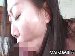 【無修正】電マでびしょ濡れな欲求不満の段腹熟女!