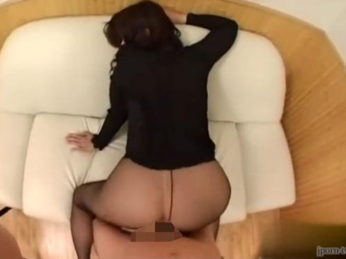 【無修正】ストッキング直穿き豊満段腹ボディの淫乱熟女!