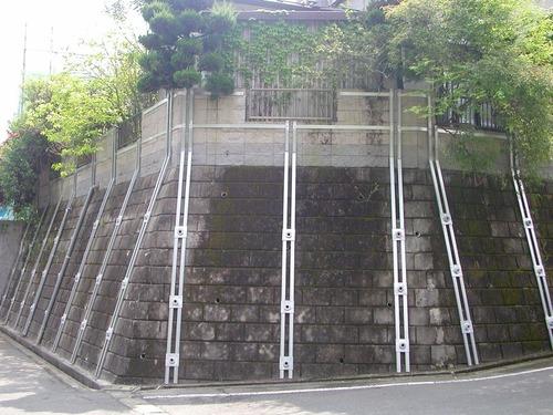 太田ジオの予防工(5)擁壁の水圧倒壊予防、排水アンカー工