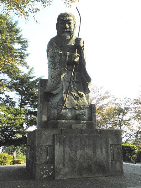 450px-Statue_of_Emperor_Keitai