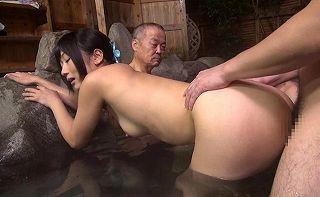 (大槻ひびき 牧村ひな 福咲れん)ウワキ妻たちが混浴宿で思う存分にナカ出しsexしまくり