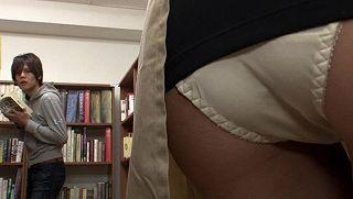 【辻本りょう 舞野いつき 緒川ゆうり】図書館で働く真面目な女性!?超ミニスカートからのパンチラでソソる誘惑