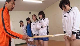 女子フットサル合宿で監督やコーチまでも1人の女子にイジメ、セクハラ指導、レズ羞恥【稲村ひかり】