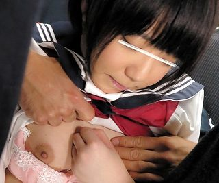 チカンされパンツの中で性器を擦り強制素股、たっぷりの精子にまみれた被害者女性たちは半泣きww