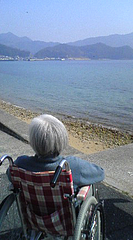 おばあちゃんと海へ