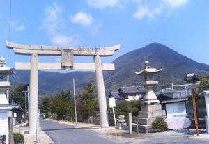 長尾八幡宮と嵩山