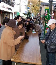 クリスマスキャンドルフェスタ交換会の行列