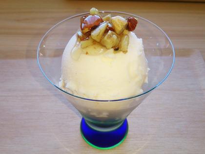 はちみつナッツ添えアイスクリーム