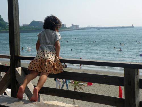 逗子海岸で海の家
