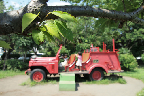公園の消防車