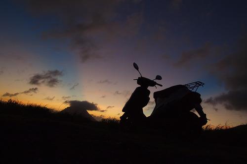 小島とバイク