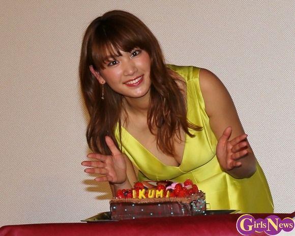 グラビア、モデル、女優で大活躍中の久松郁実が21歳の誕生日イベントでムチムチな体を見せつけてた件