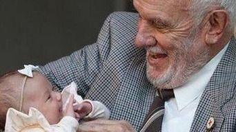 体内に薬の成分を持ったおじいさん。1100回の献血で240万人の新生児を救い81歳で引退へ