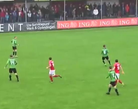 【動画】オランダサッカーで八百長みたいなプレーが起きるwwwwwwww