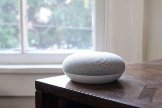 スマートスピーカー「Google Home」 勝手に録音してデータをサーバに送信するバグ発覚