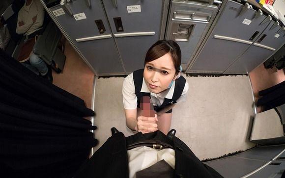 飛行機の機内でCAさんに勃起チンポを見せつけるVR作品(しかも全方向3D)が出たぞ!