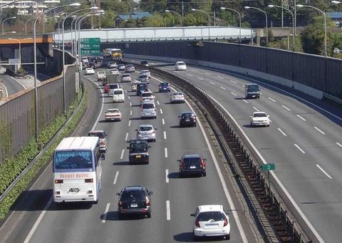 【緊急】高速道路で40km/hくらいで走ってたらwwwwwwww