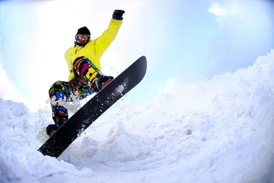 【悲報】スキー大好き俺、初スノボで無事トラウマを植え付けられる・・・