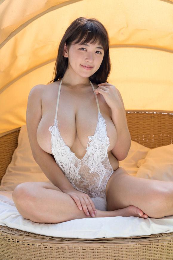 Iカップグラドル柳瀬早紀が新作DVD「奥さまはやなパイ」を出すぞ〜!