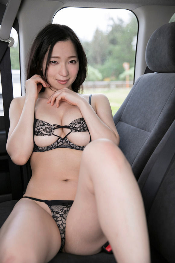 Amazonの婚活サバイバル番組で活躍した女優 鶴あいかが新作DVDを出すぞ!