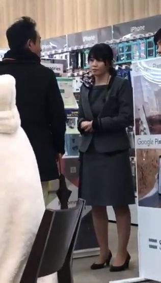 【動画】ソフトバンク通信障害でソフバンショップに怒鳴り込む客が話題にww 「最近は料金払ってるんじゃコラ!」