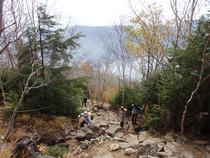 ⑫厳しい登山道