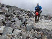 ⑩険しい登山道