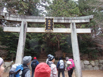 ③砥鹿神社の鳥居