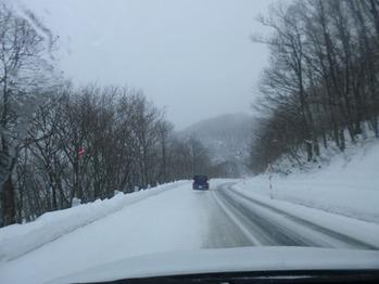 ③ アルツ磐梯スキー場への雪道