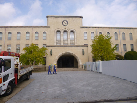 ⑨ 山手にある大学