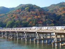 ②渡月橋からの嵐山山系