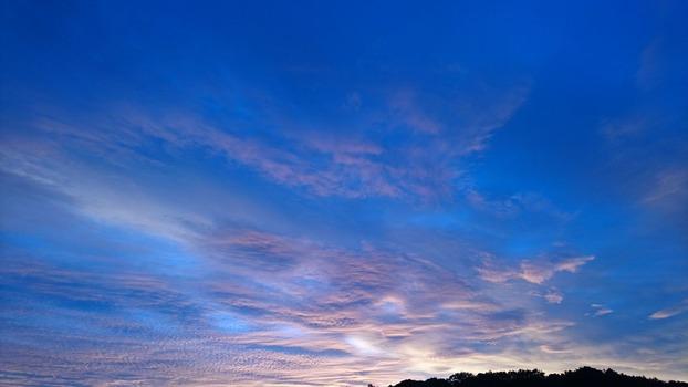 10月の朝の空